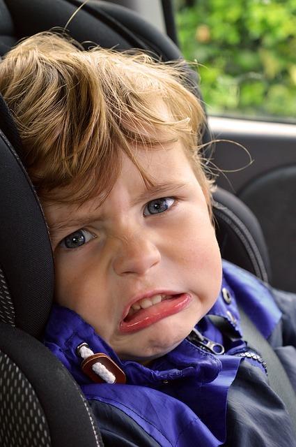 enfant ayant le mal des transports