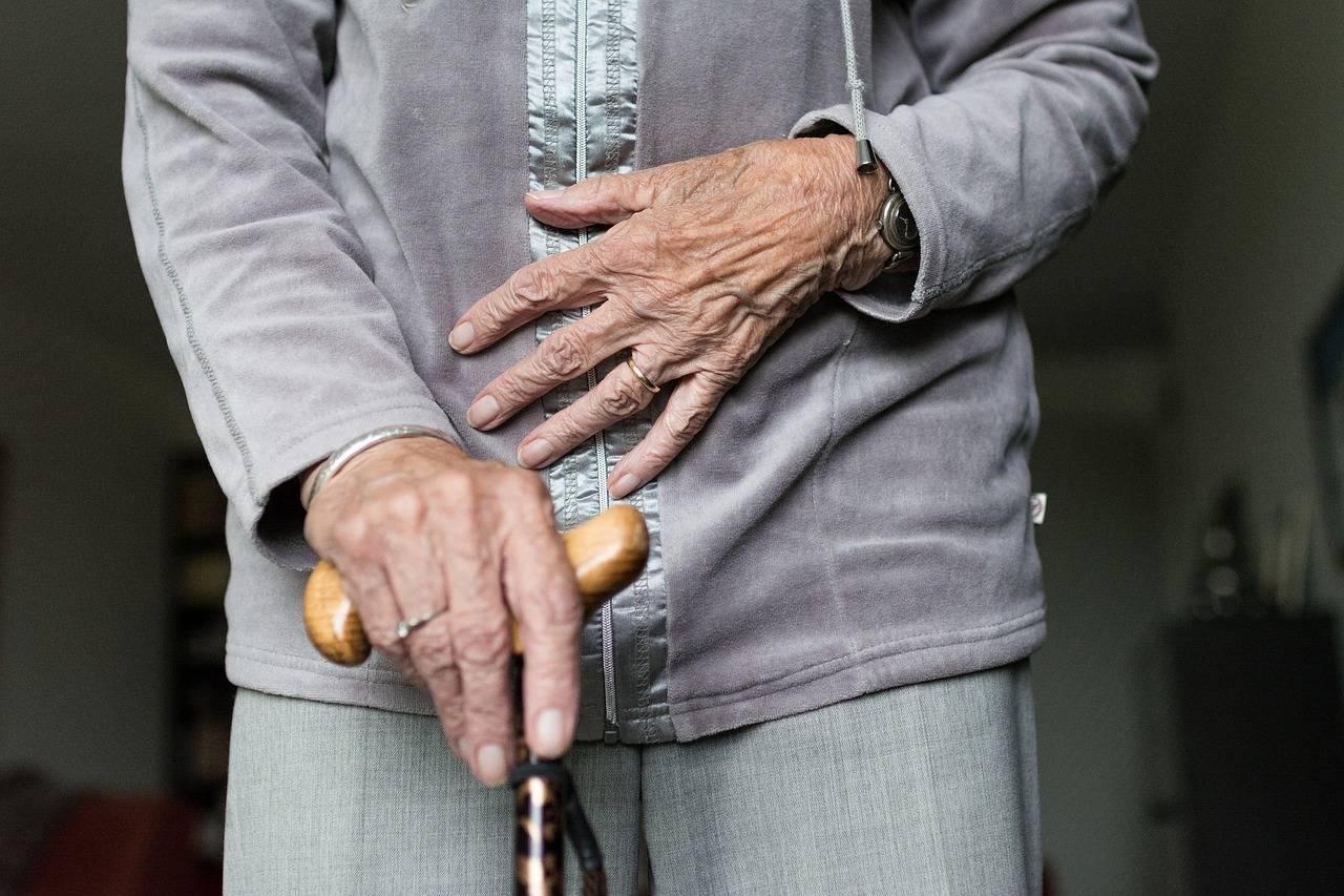 S'occuper des seniors pour prévenir des chutes à domicile