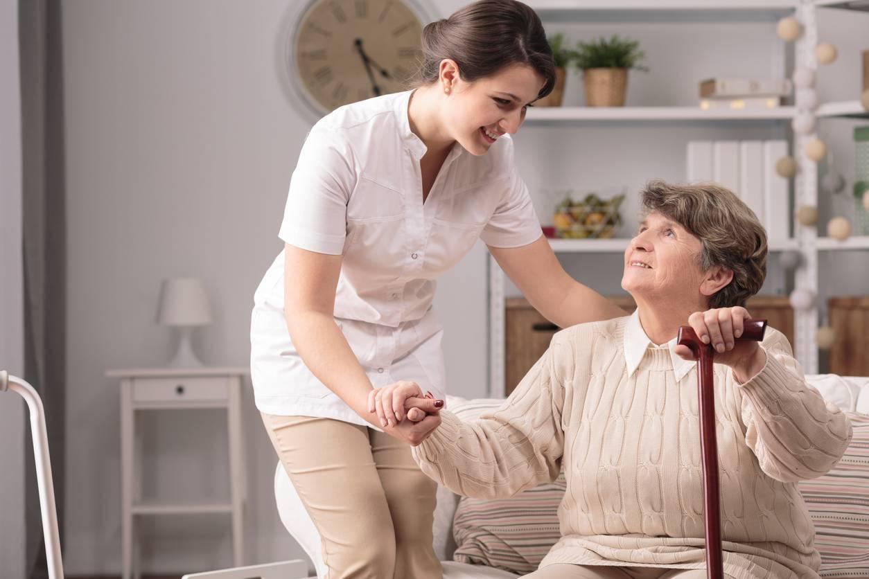 Le maintien à domicile des seniors peut être allégé par des aides