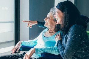 Senior : aides au maintien à domicile