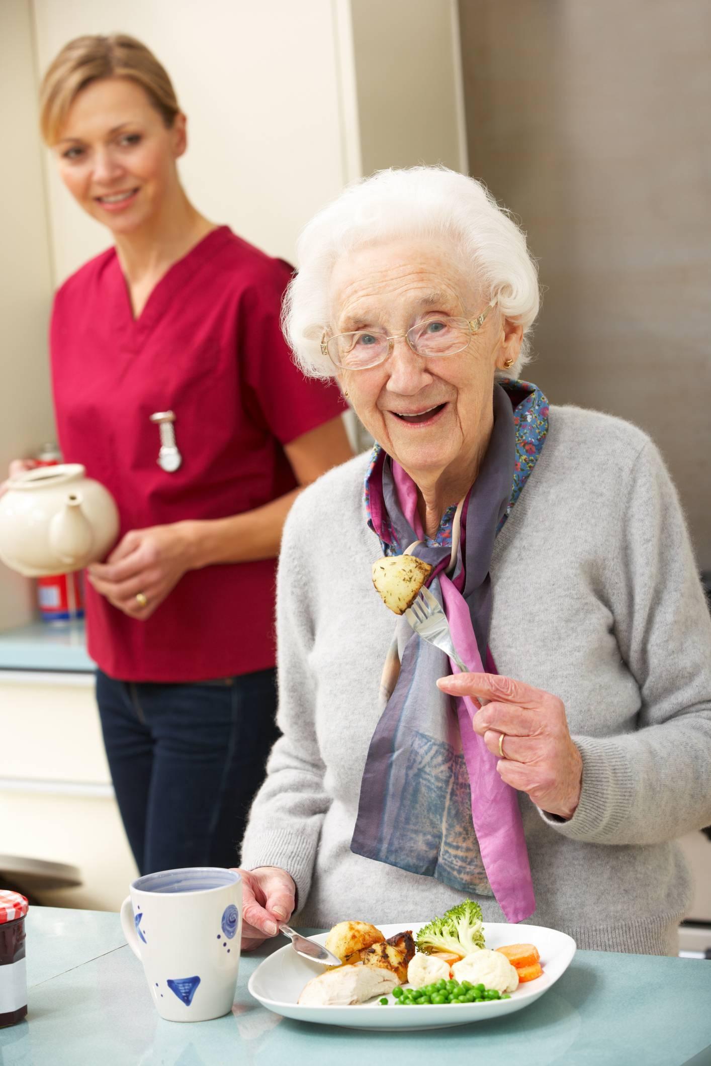 Une aide à la personne essentielle pour un senior