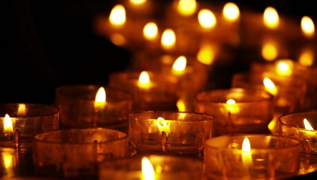 Bougies pour rendre hommage